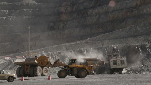 various shots of oyu tolgoi gold and copper mine in khanbogd, ??mn??govi, mongolia, on saturday, september 22, 2018. - mongoliet bildbanksvideor och videomaterial från bakom kulisserna