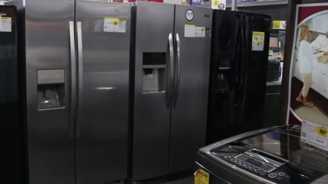 vídeos de stock e filmes b-roll de various shots of refrigerators washers dryers and other home appliances for sale at a best buy location in northbrook illinois best buy home... - símbolo ortográfico