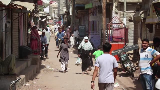 various shots of rohingya refugees living in pakistani port city of karachi on september 14 2017 the port city of karachi is home to more than 400000... - karachi stock videos & royalty-free footage