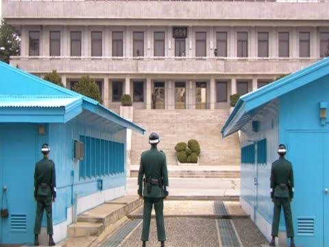 various shots of south korean guards at the northsouth korean border - 2013年 北朝鮮の核実験点の映像素材/bロール