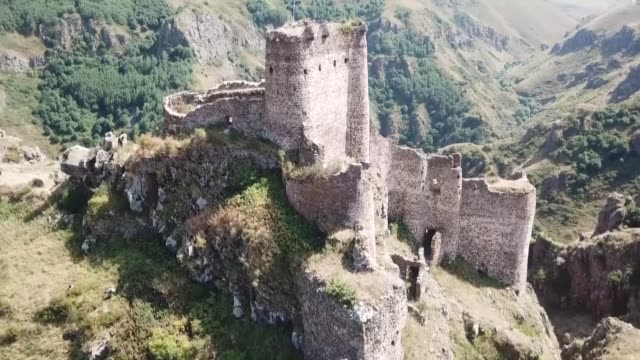 various shots of the ancient devil's castle sitting on the edge of a cliff in the karacay canyon in cildir district of ardahan, northeastern turkey... - castle stock videos & royalty-free footage