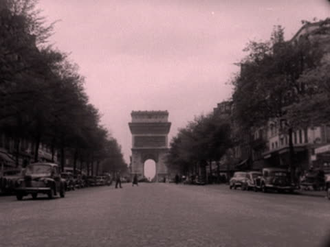 various shots of the arc de triomphe including tourists looking at the tomb of the unknown warrior. 1952. - avenue des champs elysees stock videos & royalty-free footage