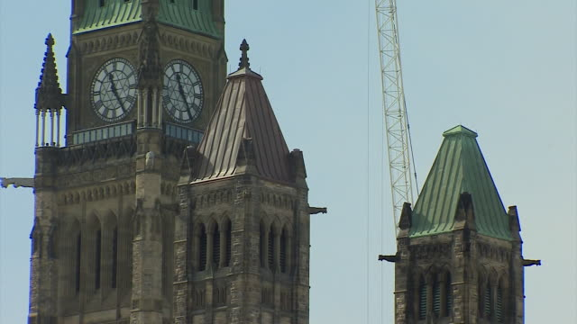 various shots of the canadian parliament building in ottawa - オタワ点の映像素材/bロール
