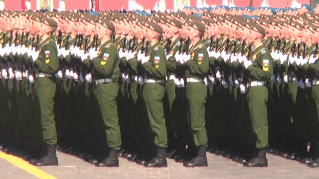 vídeos y material grabado en eventos de stock de various shots of the dress rehearsal of the upcoming 9 may military parade marking the 72nd anniversary of victory over nazi germany in world war ii... - plaza roja