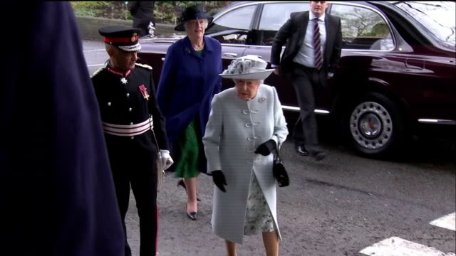 vídeos de stock, filmes e b-roll de various shots of the queen arriving to visit the royal college of physicians to mark the 500th anniversary of the organisation>> on february 20 2018... - 2018