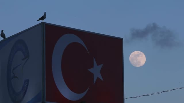 various shots of the 'super blue blood moon' is seen during a total lunar eclipse in van province, turkey on january 31, 2018. the super blue blood... - rymd och astronomi bildbanksvideor och videomaterial från bakom kulisserna