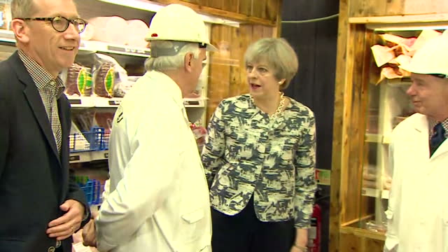 vídeos de stock, filmes e b-roll de various shots of theresa may visiting smithfield market accompanied by her husband philip may on the last day of campaigning before the general... - marido