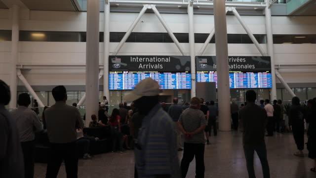 vídeos de stock, filmes e b-roll de various shots of toronto pearson international airport in toronto ontario canada on monday july 22 2019 - escrita ocidental