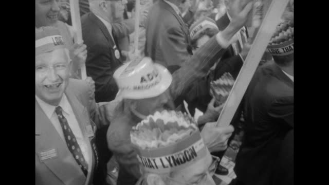 vidéos et rushes de various shots supporters of lyndon johnson as presidential candidate many carry signs / ms supporter waves to camera / cu lyndon signs / ms adlai and... - adlai stevenson