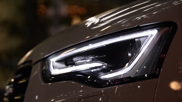 vidéos et rushes de various side views from light emitting diodes illuminating a headlight of an audi ag a5 cabriolet vehicle - phare de véhicule