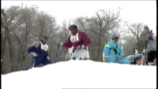 various skiers going down hill with jumps in killington, vermont - freistil skifahren stock-videos und b-roll-filmmaterial