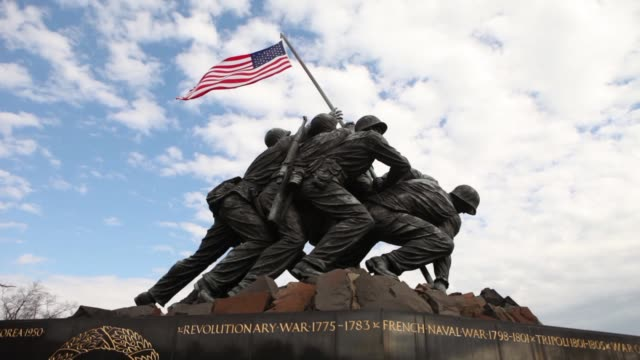 various views and angles of the iwo jima memorial / marine corps war memorial iwo jima memorial on february 29, 2012 in arlington, virginia - monumento ai caduti monumento commemorativo video stock e b–roll