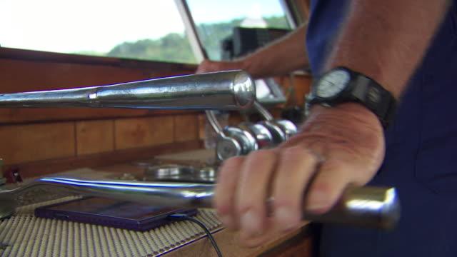 vídeos y material grabado en eventos de stock de various views of a barge on the ohio river - río ohio