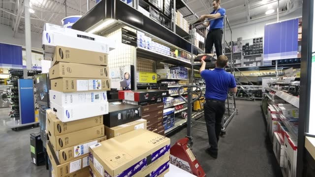 stockvideo's en b-roll-footage met various views of best buy employees stocking computers running the microsoft windows 8 operating system / various views of stock room and employees... - orem utah