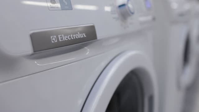 various views of electrolux washing machines being tested in factory electrolux washing machine on october 16 2012 in olawa poland - haltbarkeit stock-videos und b-roll-filmmaterial