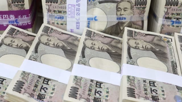 stockvideo's en b-roll-footage met various views of japanese 10000 yen banknotes arranged stacked and bound for a photograph at the korea exchange bank headquarters in seoul south... - goede staat