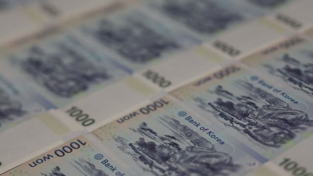 various views of south korean 10000 won banknotes arranged for a photograph in seoul south korea on monday march 16 2015 - 金融関係施設点の映像素材/bロール