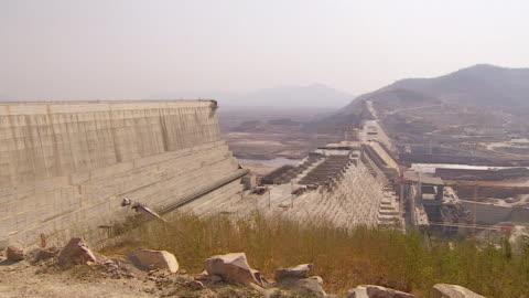 stockvideo's en b-roll-footage met various views of the partially constructed grand ethiopian renaissance dam in ethiopia - dam mens gemaakte bouwwerken