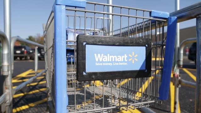 vidéos et rushes de various views of walmart shopping carts parked walmart shopping carts on november 14 2012 in alexandria virginia - alexandria virginie