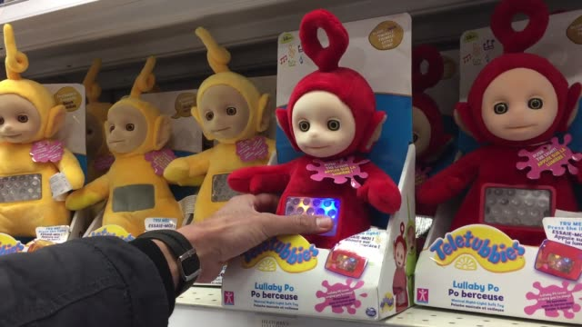 stockvideo's en b-roll-footage met various wide medium and close shots of toys r us with families and their kids browsing through the toys and buying some - toys r us