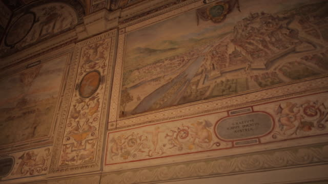 vídeos y material grabado en eventos de stock de vasaria´s courtyard, vecchio palace, florence, tuscany, italy, europe - palacio interior