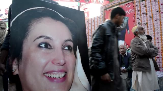 vast crowds gathered thursday to mark the fifth anniversary of the assassination of former pakistan premier benazir bhutto and to witness her son... - pakistan stock videos & royalty-free footage
