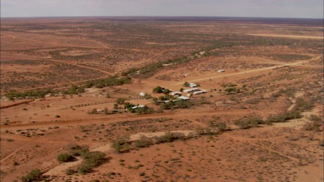 stockvideo's en b-roll-footage met vast, dry plains surround ranch houses and outbuildings on anna creek station in the australian outback. - anna creek station