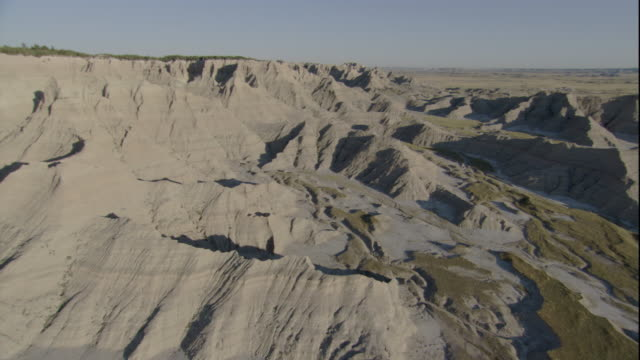 vast grasslands give way to the rugged badlands of south dakota. available in hd. - south dakota stock-videos und b-roll-filmmaterial