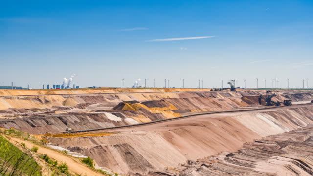 広大なオープンカット鉱山 - 炭鉱点の映像素材/bロール