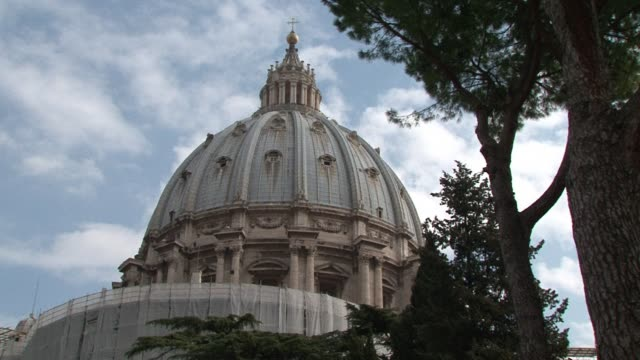 vídeos de stock e filmes b-roll de vatican city the worlds smallest sovereign state has a unique status that was officially recognised in 1929 after the signing of the lateran accords... - benito mussolini