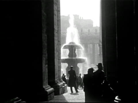 vatican post, st peters square, cafe, 1950s - lebewesen stock-videos und b-roll-filmmaterial