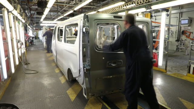 vauxhall and opel vivaro van production at vauxhall's manufacturing plant in luton, uk on tuesday, april 17,2018. - car plant stock videos & royalty-free footage