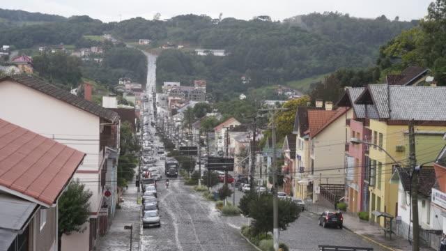 vídeo do transporte e infraestrutura de uma cidade de colonização italiana do interior do rio grande do sul - リオグランデドスル州点の映像素材/bロール