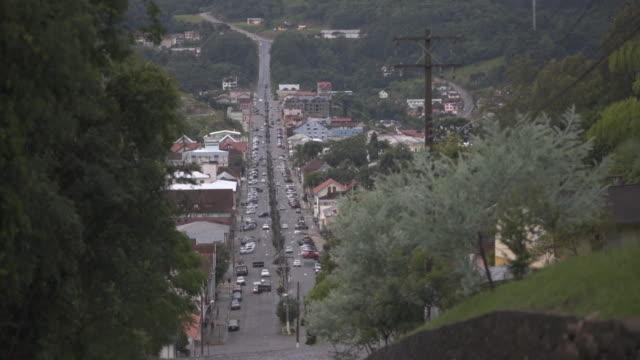 vídeo do transporte e infraestrutura de uma cidade de colonização italiana do interior do rio grande do sul - transporte点の映像素材/bロール