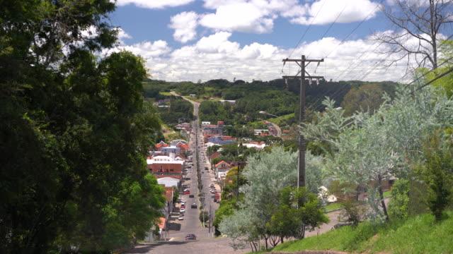 vídeo do transporte e infraestrutura de uma cidade de colonização italiana do interior do rio grande do sul - stato di rio grande do sul video stock e b–roll