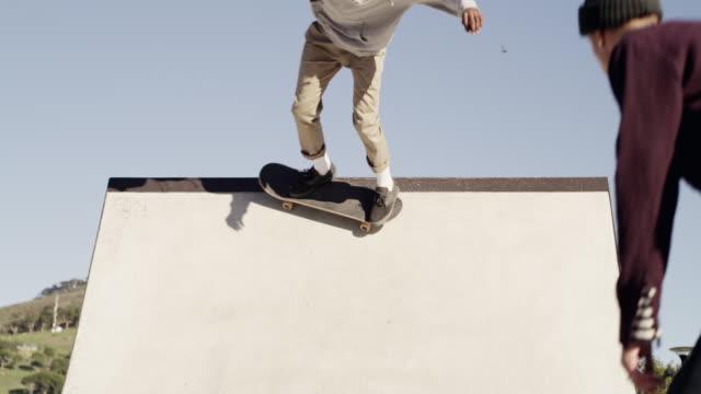 ich habe skateboarding geliebt, an das ich mich erinnern kann - halfpipe stock-videos und b-roll-filmmaterial