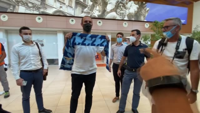 vedat muriqi arrives at ciampino airport in rome, italy on september 13, 2020. former fenerbahce forward vedat muriqi has joined italy's lazio, the... - ciampino airport video stock e b–roll
