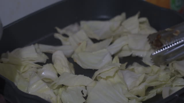vegetable fried on hot pan - crucifers video stock e b–roll