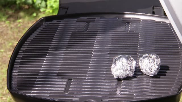vegetables grilled in aluminum foil - アルミホイル点の映像素材/bロール