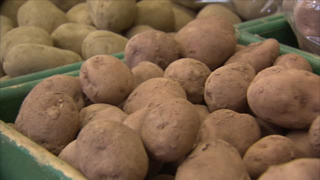 vegetables in a grocery shop - raw potato stock videos & royalty-free footage