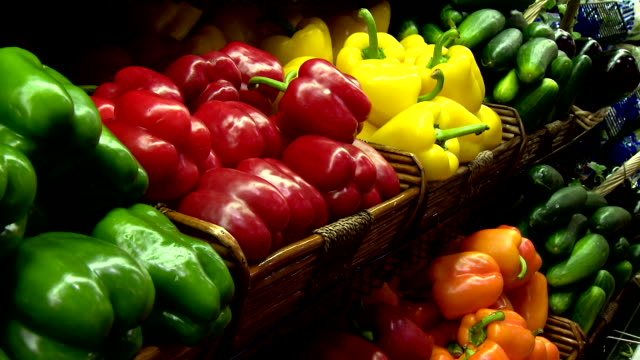 vegetables in grocery store - green bell pepper stock videos & royalty-free footage
