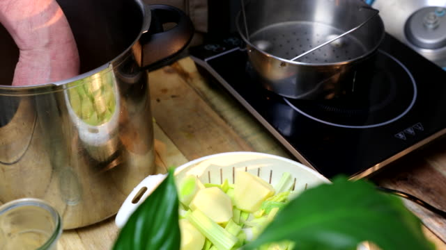 vídeos y material grabado en eventos de stock de vegetables in steam basket of pressure cooker - preparar comida