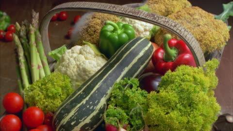 vídeos y material grabado en eventos de stock de t/l, cu, vegetables rotting in wooden basket - pudrirse