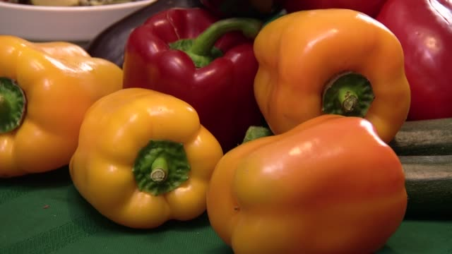 vegetables - peperone dolce video stock e b–roll