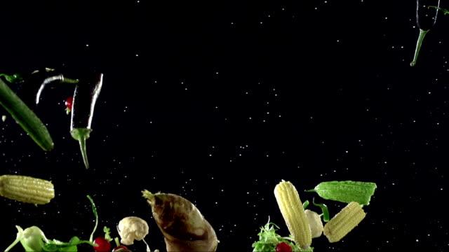 verdure fresche - peperoncino video stock e b–roll