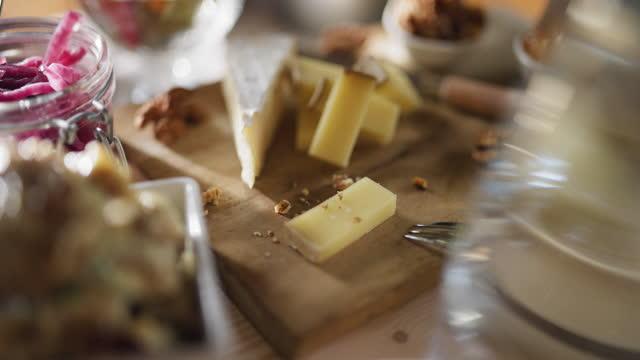 ベジタリアン料理人なし - ブリーチーズ点の映像素材/bロール