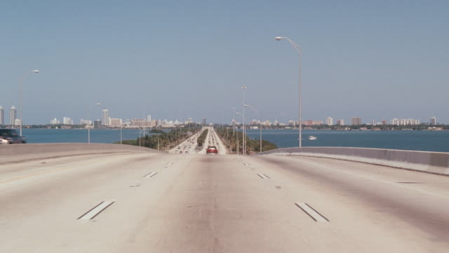 stockvideo's en b-roll-footage met a vehicle crosses the macarthur causeway bridge through the pov of the driver. - macarthur causeway bridge