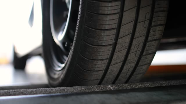 vidéos et rushes de inspection du véhicule, essai de freinage - roue