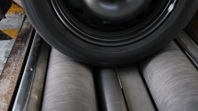 fahrzeugkontrolle, bremstest - kontrolle stock-videos und b-roll-filmmaterial