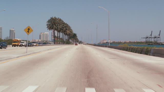 stockvideo's en b-roll-footage met a vehicle moves across the macarthur causeway bridge through the pov of the driver. - macarthur causeway bridge